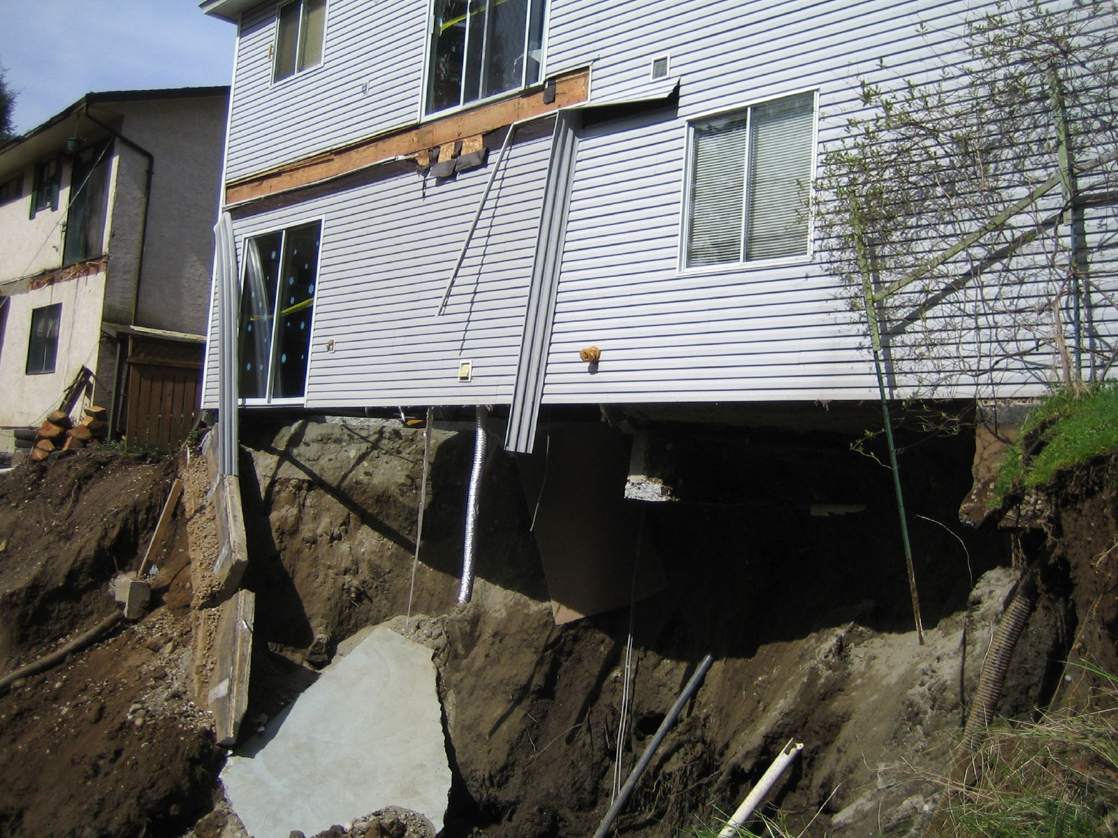 building-slope-collapse